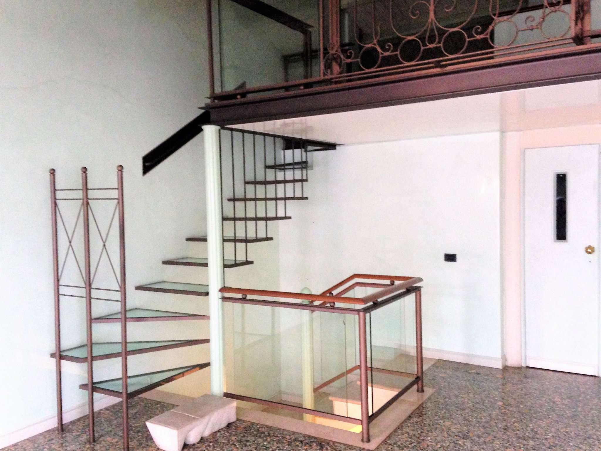 Palazzo / Stabile in vendita a Padova, 4 locali, zona Zona: 1 . Centro, prezzo € 750.000 | CambioCasa.it