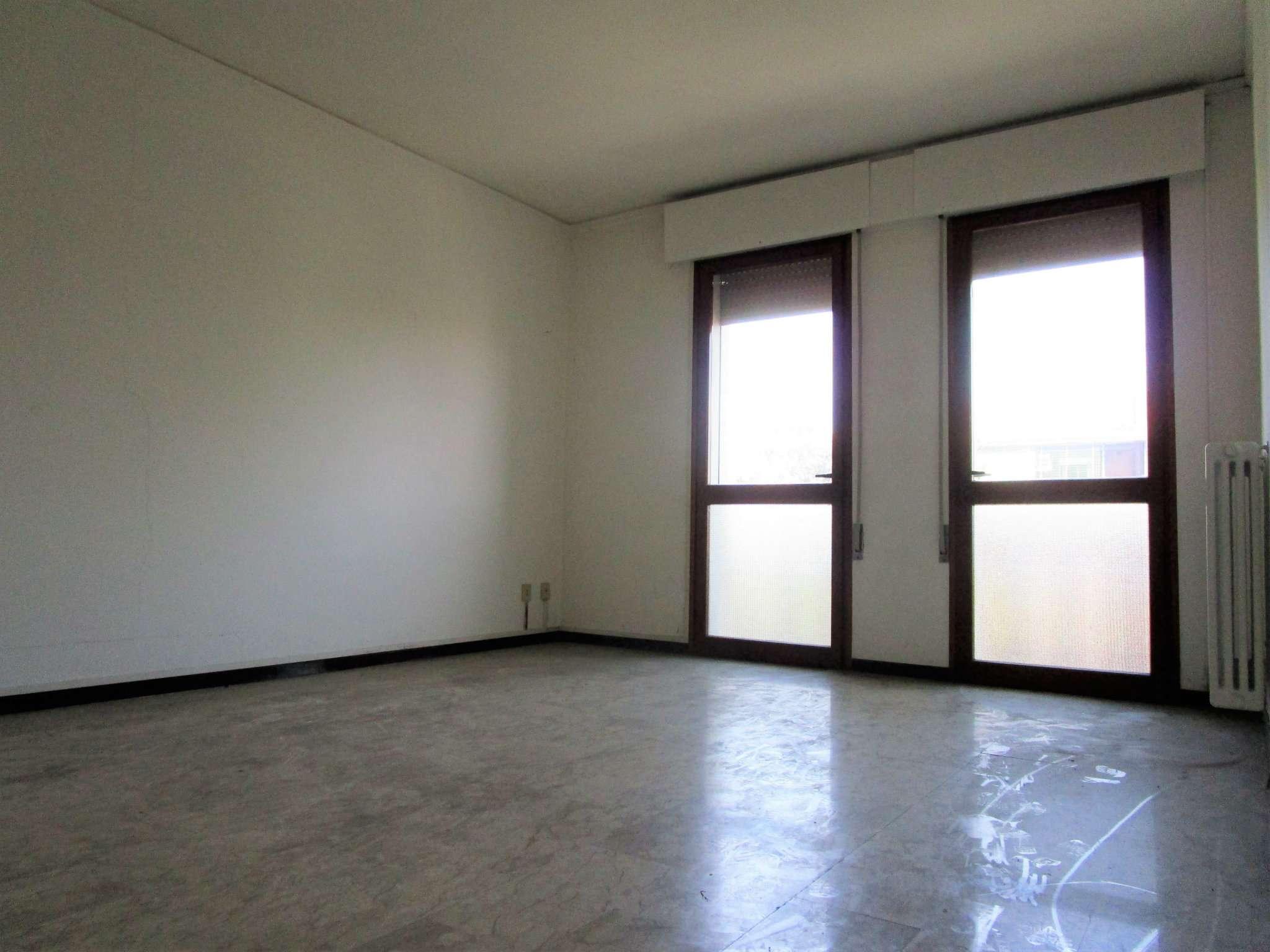 Appartamento in vendita a Padova, 4 locali, zona Zona: 2 . Nord (Arcella, S.Carlo, Pontevigodarzere), prezzo € 105.000 | Cambio Casa.it