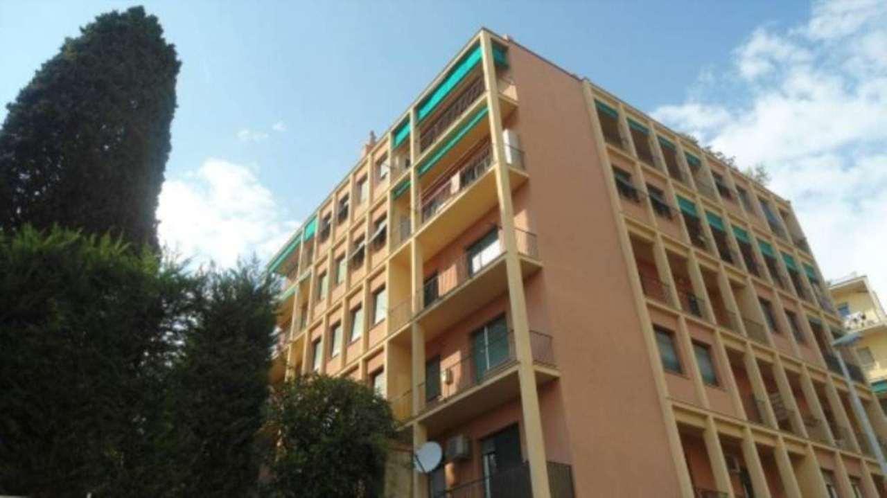 Bilocale Genova Via Gabriele Rossetti 7