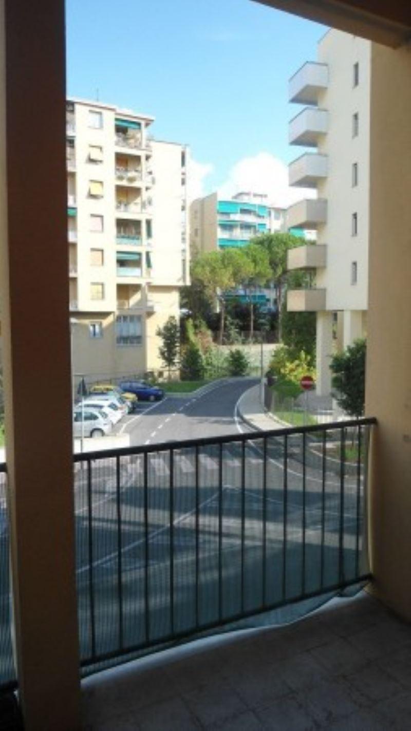 Bilocale Genova Via Gabriele Rossetti 1