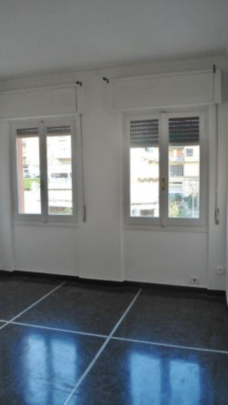 Bilocale Genova Via Gabriele Rossetti 2