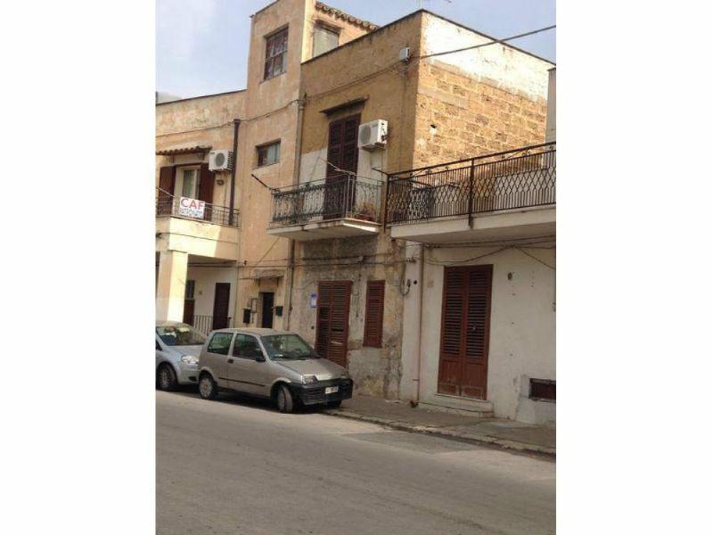 Appartamento in vendita a Palermo, 3 locali, prezzo € 53.000   Cambio Casa.it