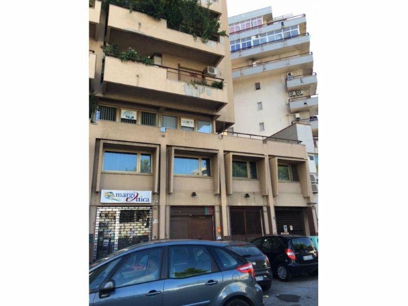 Ufficio / Studio in vendita a Palermo, 4 locali, prezzo € 185.000 | Cambio Casa.it