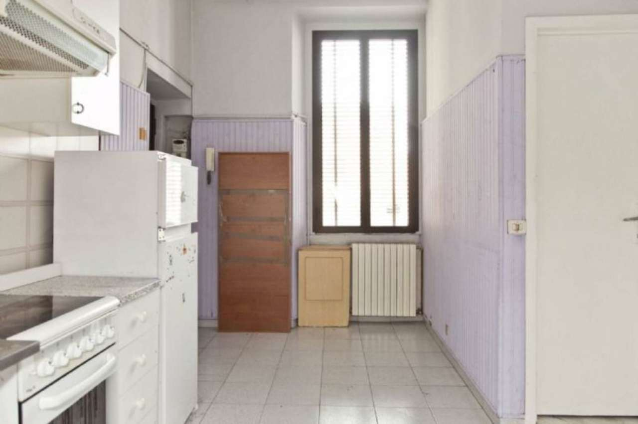 Bilocale Milano Via Dal Verme 11