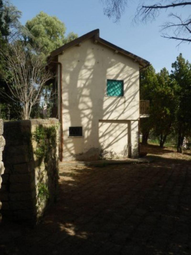 Villa in vendita a Torrita Tiberina, 4 locali, prezzo € 210.000 | Cambio Casa.it