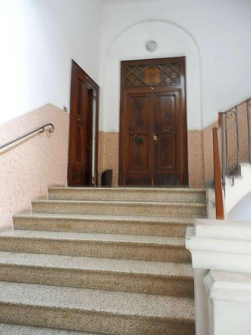 Appartamento in vendita 3 vani 87 mq.  via Begatto Bologna