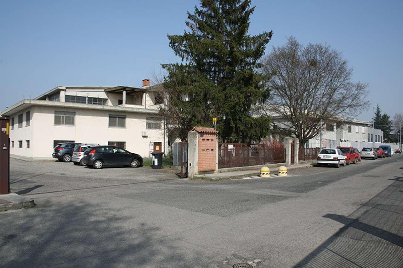 Capannone in vendita a Piobesi Torinese, 15 locali, prezzo € 750.000 | Cambio Casa.it