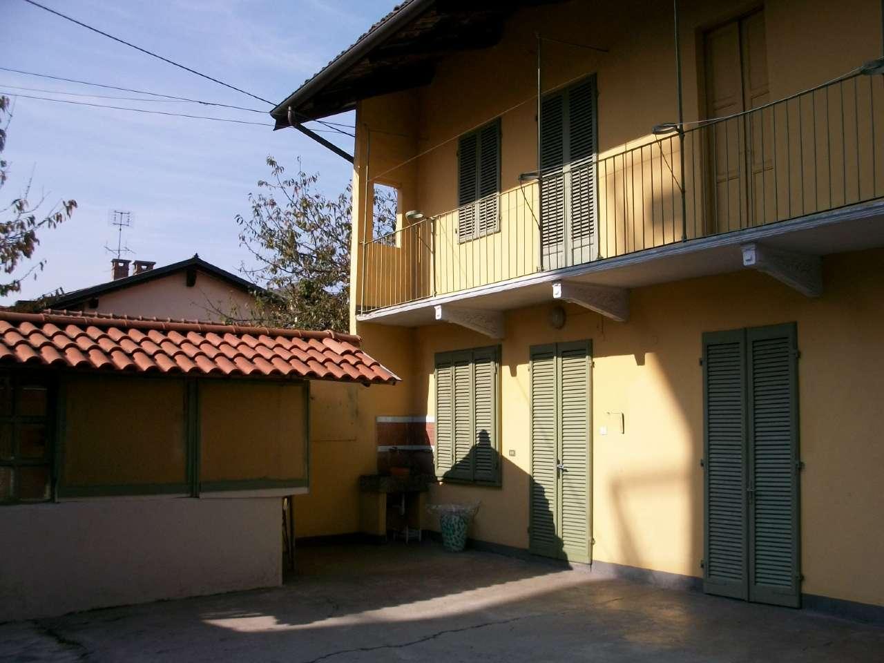 Foto 1 di Casa indipendente piazza ROMA 4, Rondissone