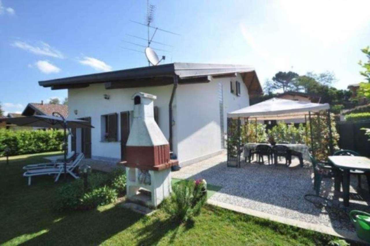 Villa in vendita a Carugo, 6 locali, prezzo € 379.000 | Cambio Casa.it