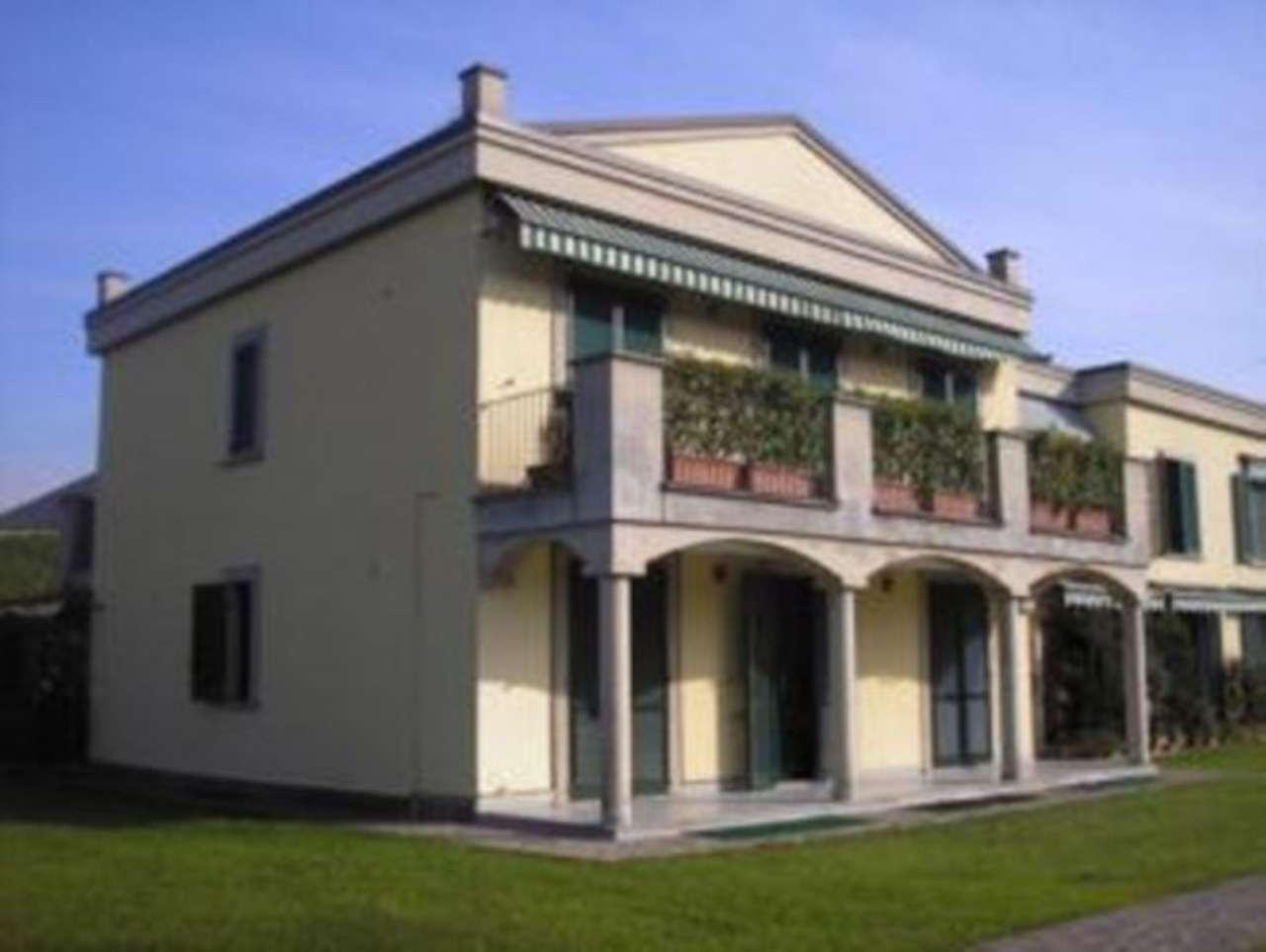 Appartamento in vendita a Carugo, 3 locali, prezzo € 170.000 | Cambio Casa.it
