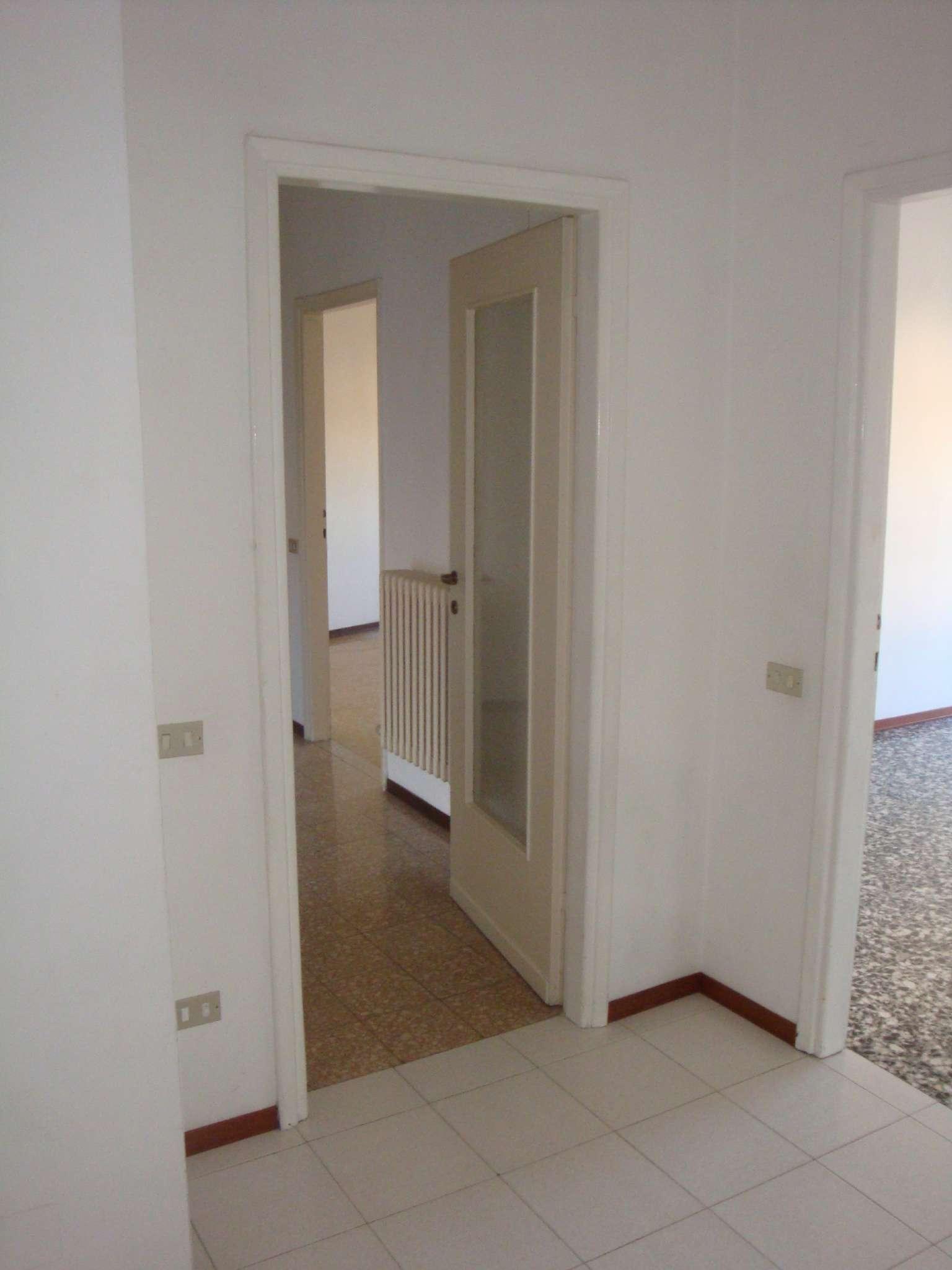 Appartamento in affitto a Giussano, 3 locali, prezzo € 500 | Cambio Casa.it