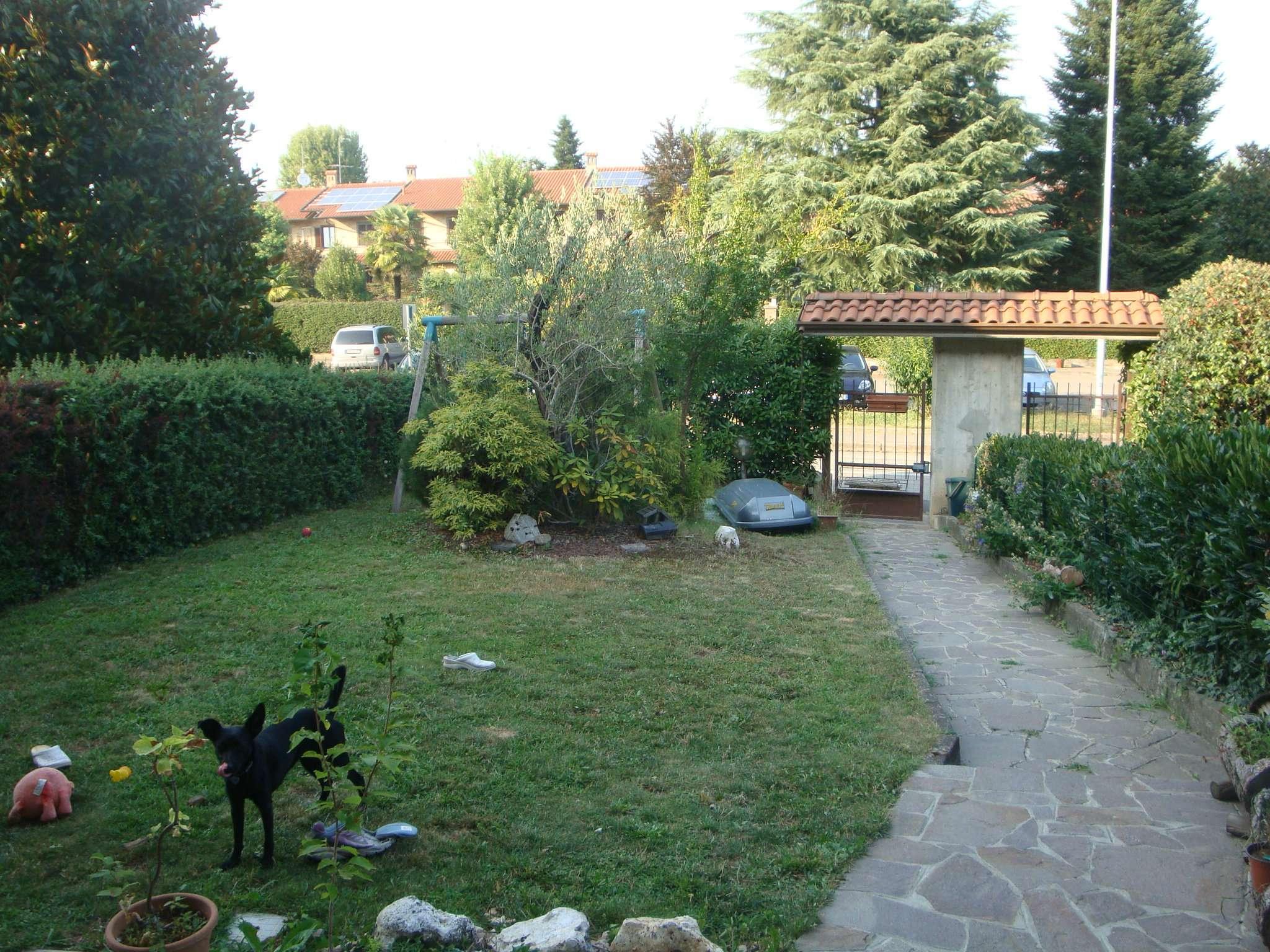Villa a Schiera in vendita a Carugo, 4 locali, prezzo € 240.000 | CambioCasa.it