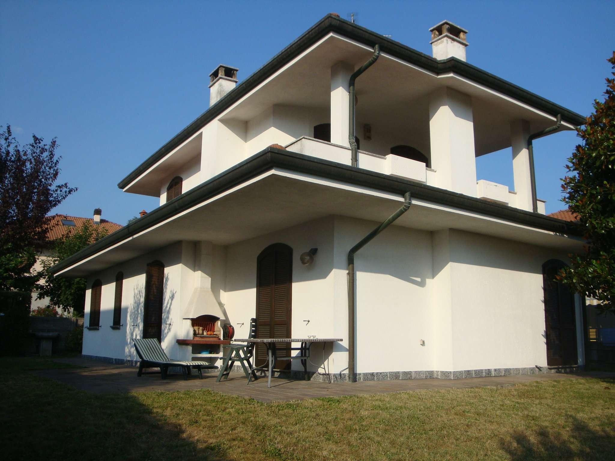 Villa in affitto a Giussano, 6 locali, prezzo € 1.300 | CambioCasa.it