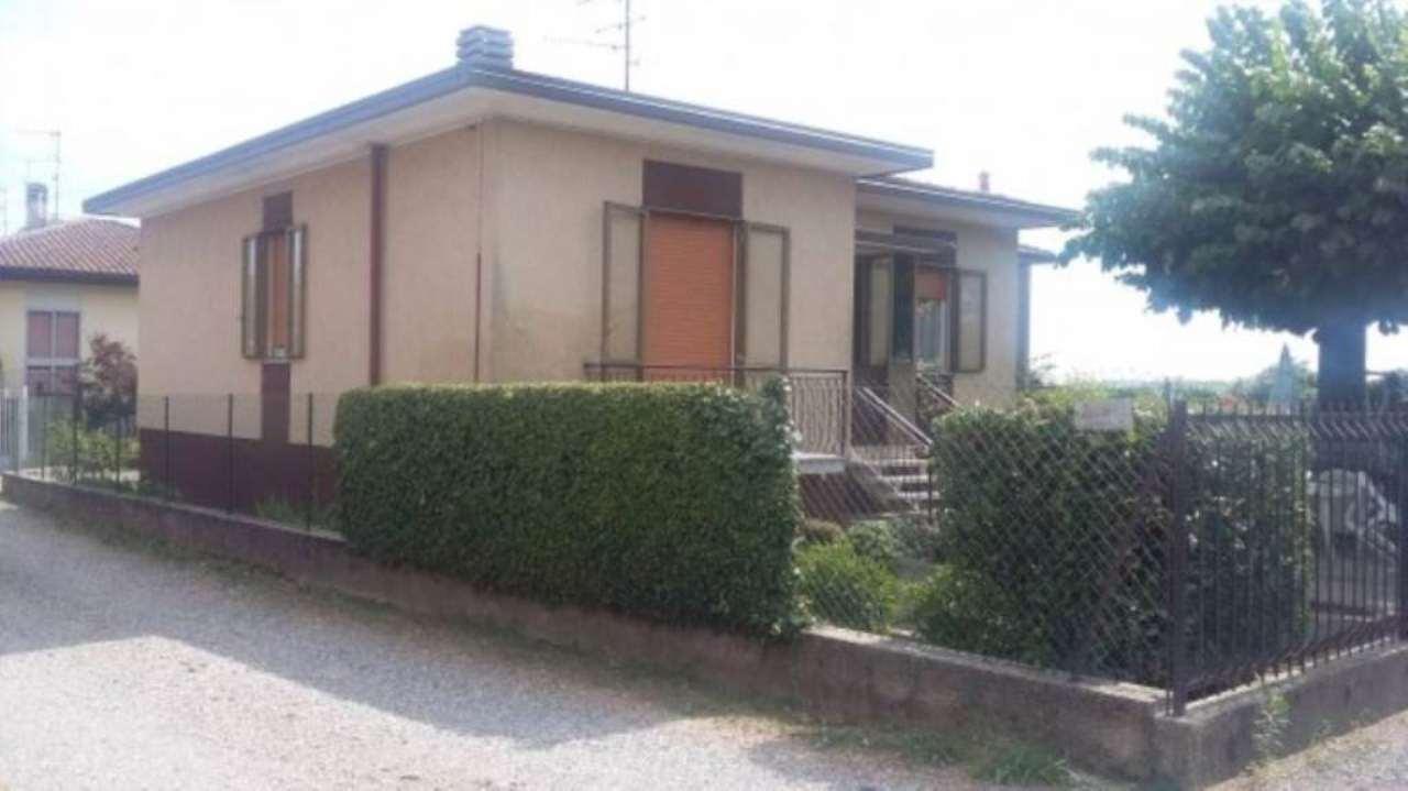 Villa in vendita a Venegono Superiore, 4 locali, prezzo € 230.000 | Cambio Casa.it