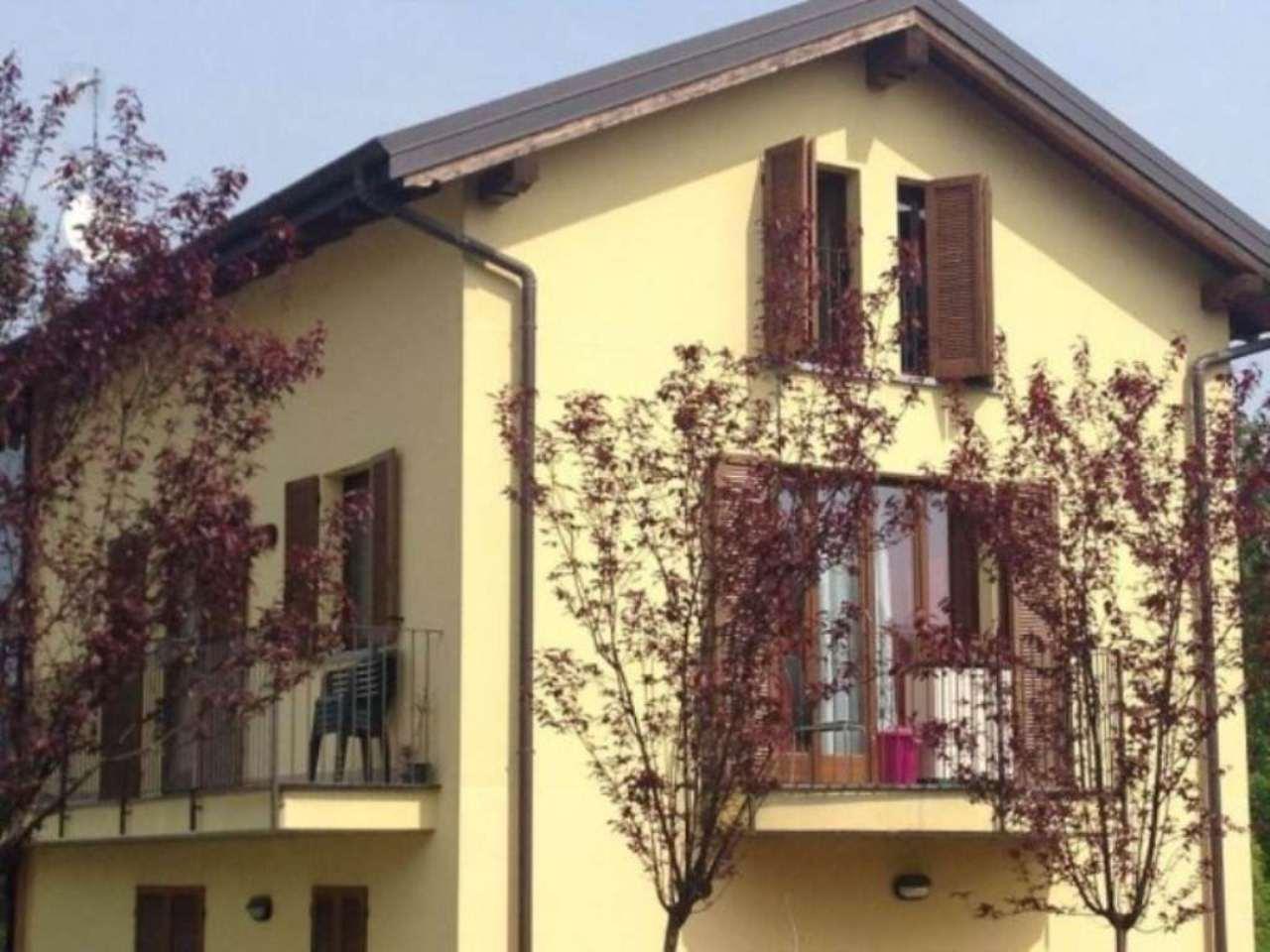 Appartamento in vendita a Azzate, 3 locali, prezzo € 200.000 | Cambio Casa.it