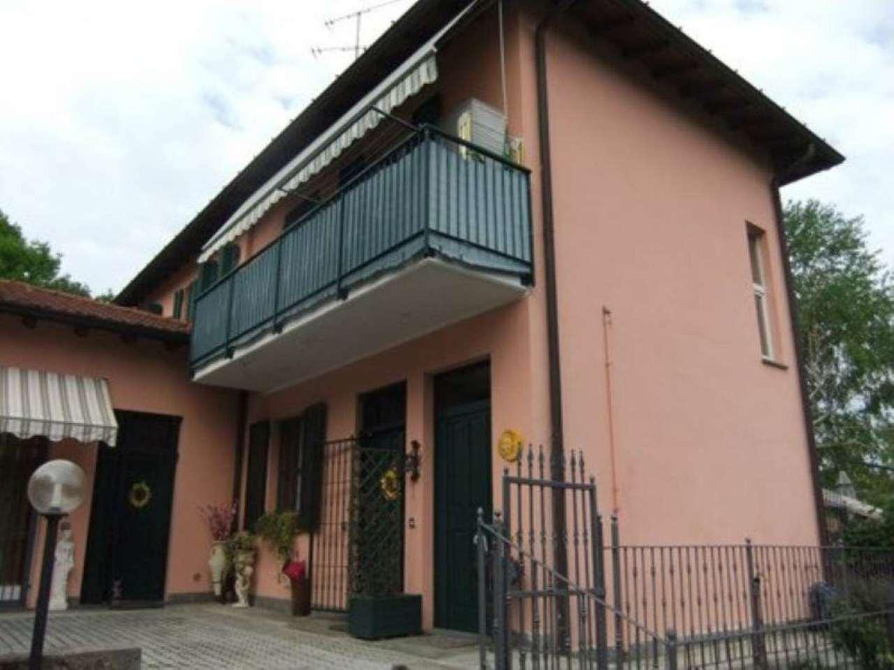 Appartamento in vendita a Castronno, 3 locali, prezzo € 110.000 | Cambio Casa.it