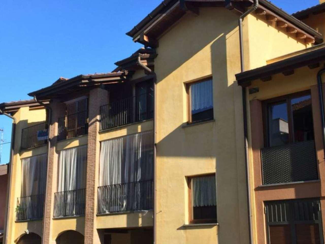 Appartamento in vendita a Castronno, 3 locali, prezzo € 185.000 | Cambio Casa.it