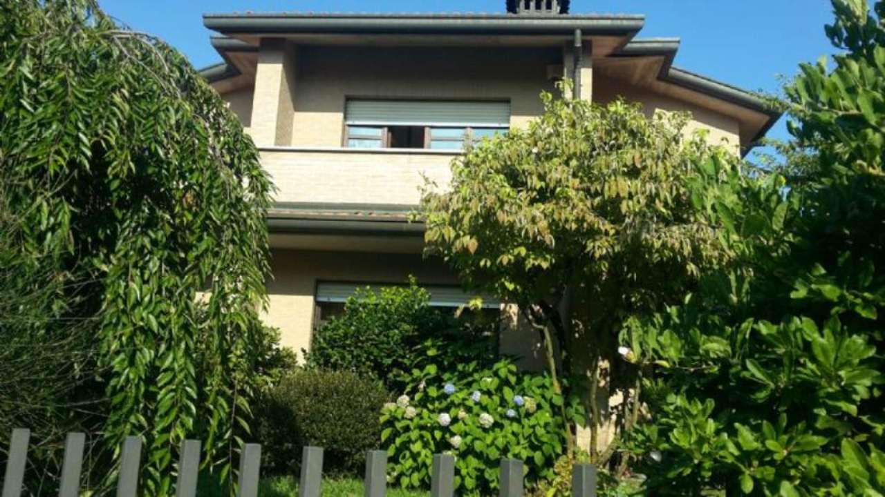 Soluzione Indipendente in vendita a Malnate, 6 locali, prezzo € 450.000 | Cambio Casa.it