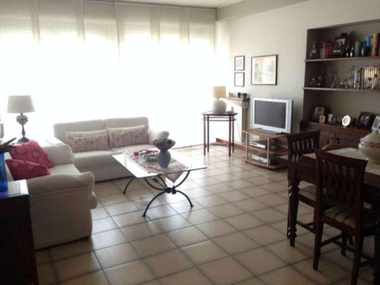 Appartamento in affitto a Azzate, 4 locali, prezzo € 650 | Cambio Casa.it