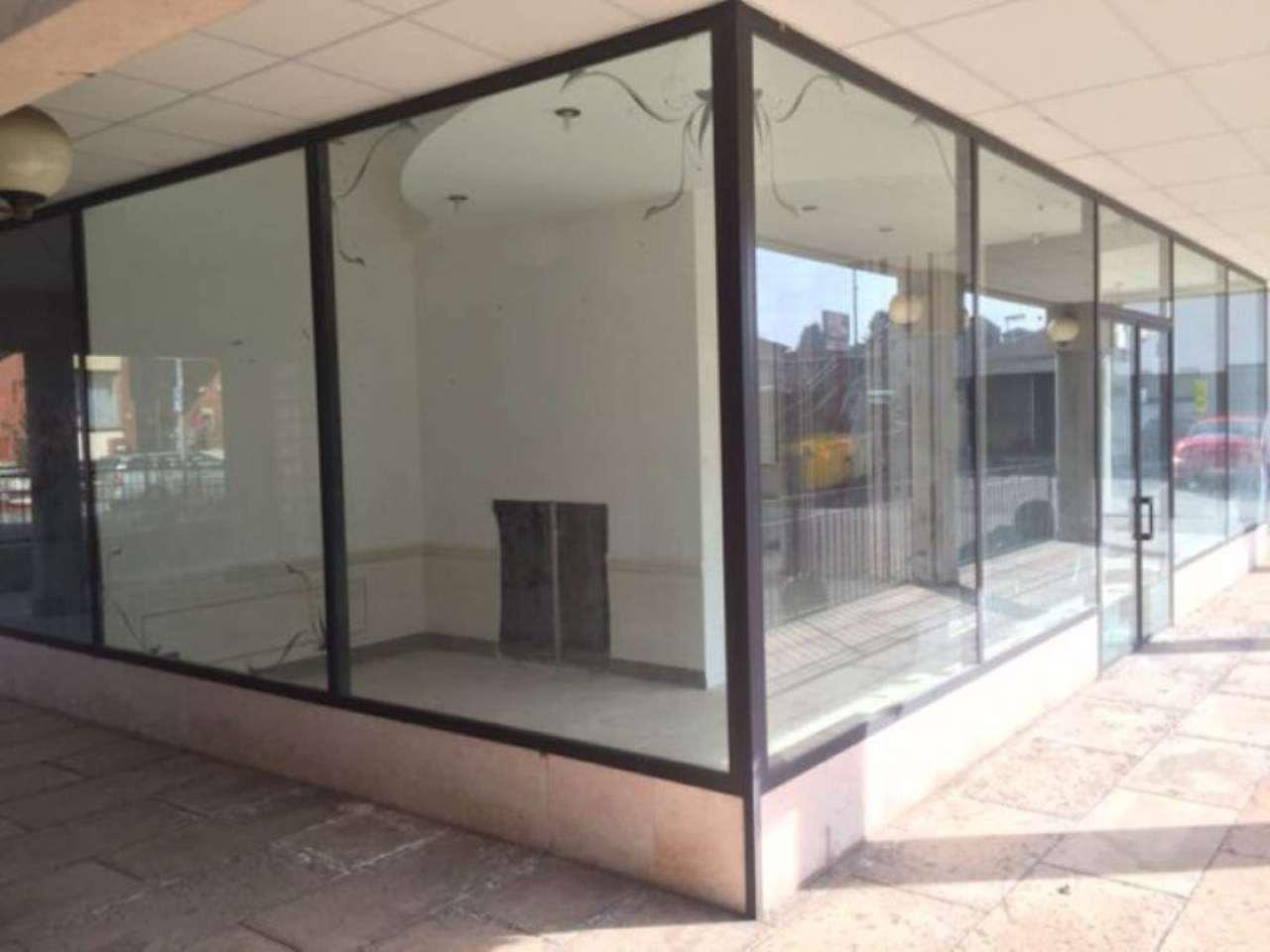 Negozio / Locale in vendita a Azzate, 80 locali, prezzo € 70.000 | Cambio Casa.it