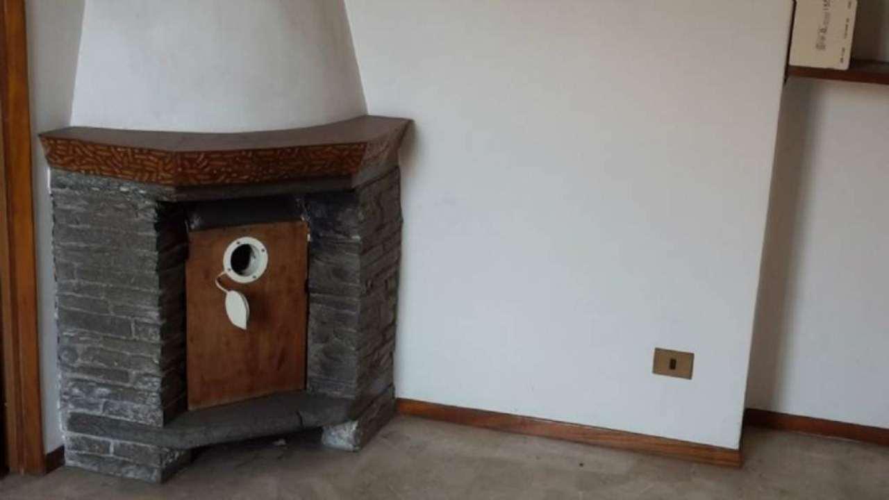 Appartamento in vendita a Venegono Superiore, 3 locali, prezzo € 68.000 | Cambio Casa.it