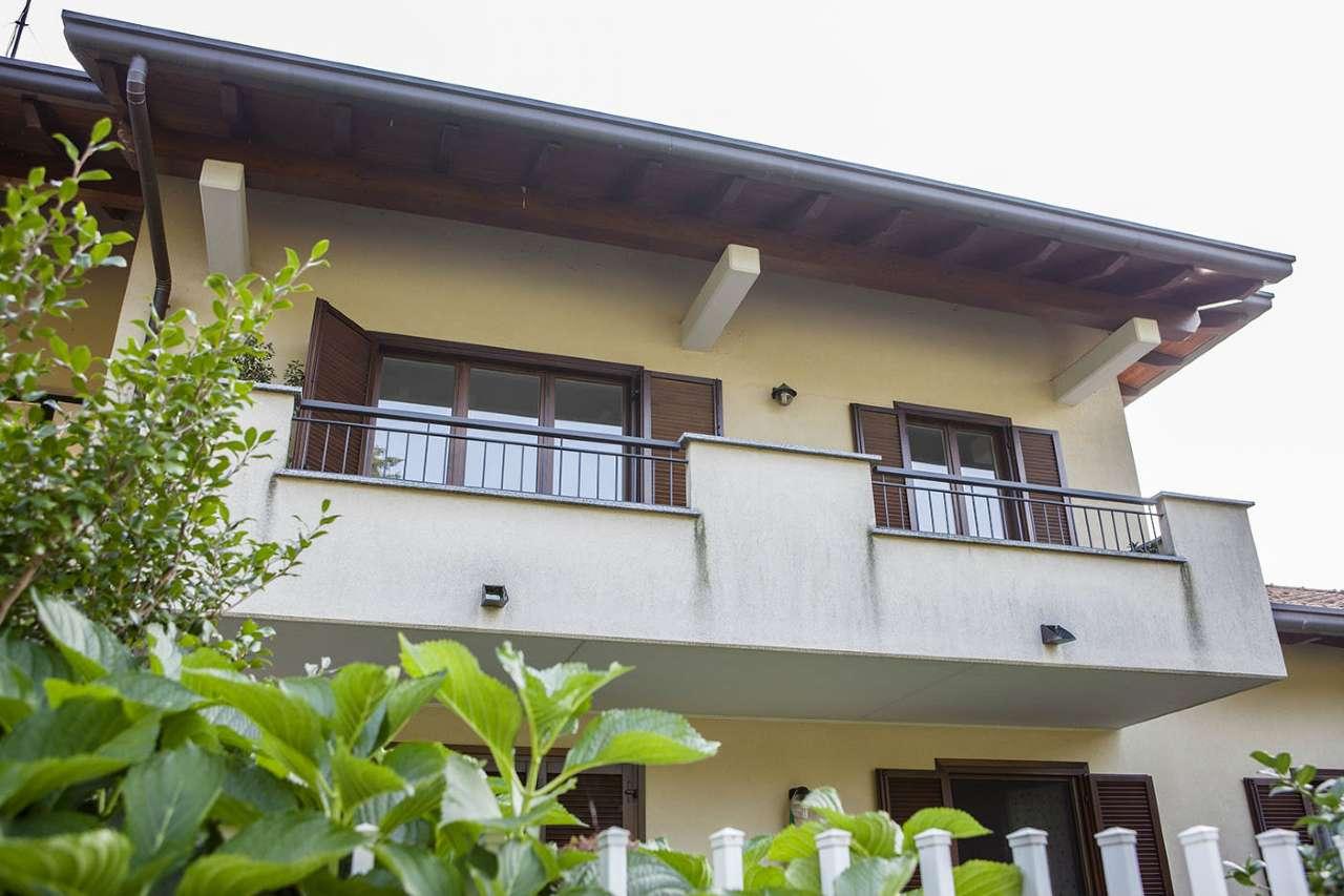 Appartamento in vendita a Caronno Varesino, 5 locali, prezzo € 197.000   Cambio Casa.it