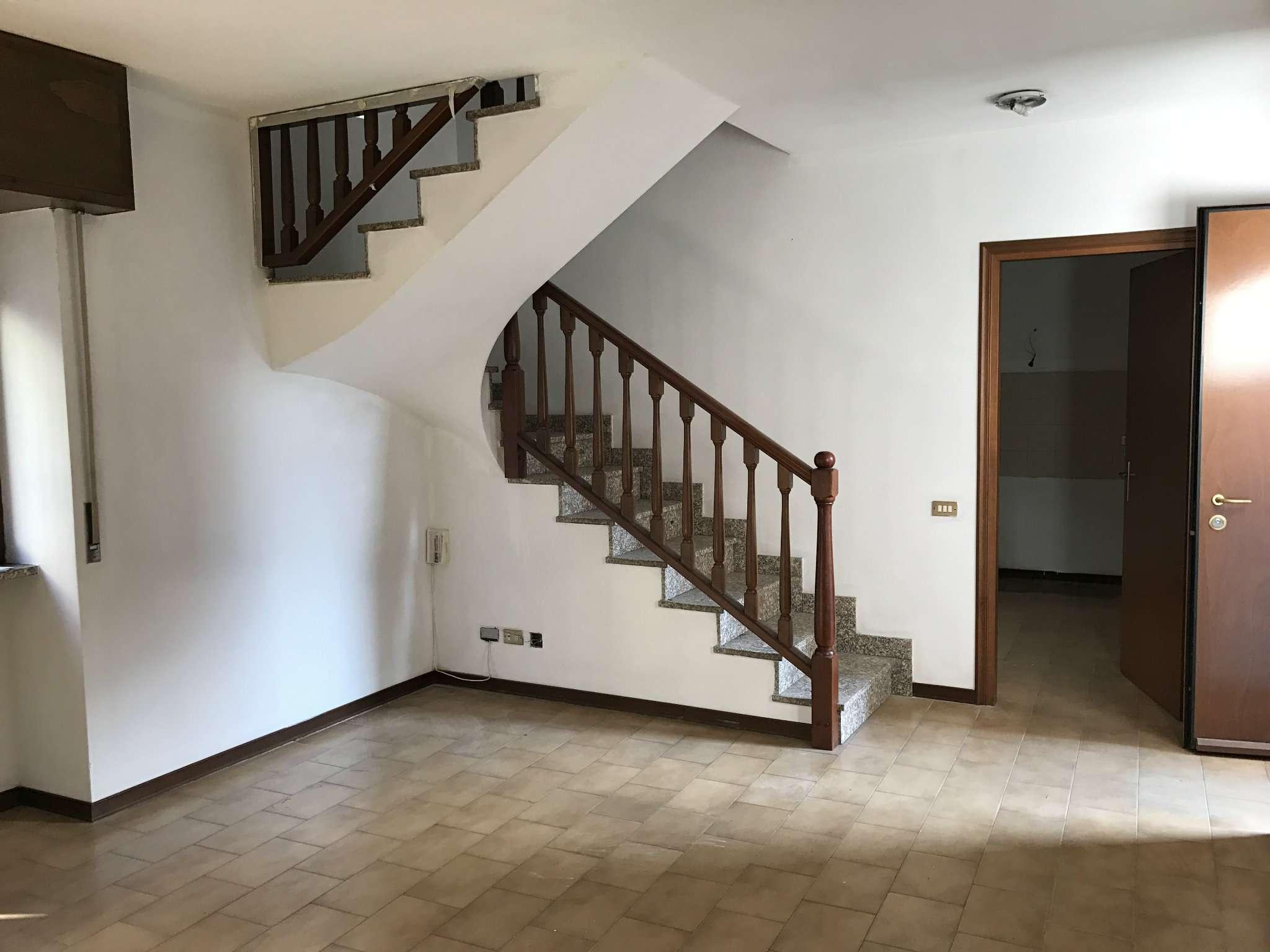 Soluzione Indipendente in vendita a Carnago, 4 locali, prezzo € 59.000 | Cambio Casa.it