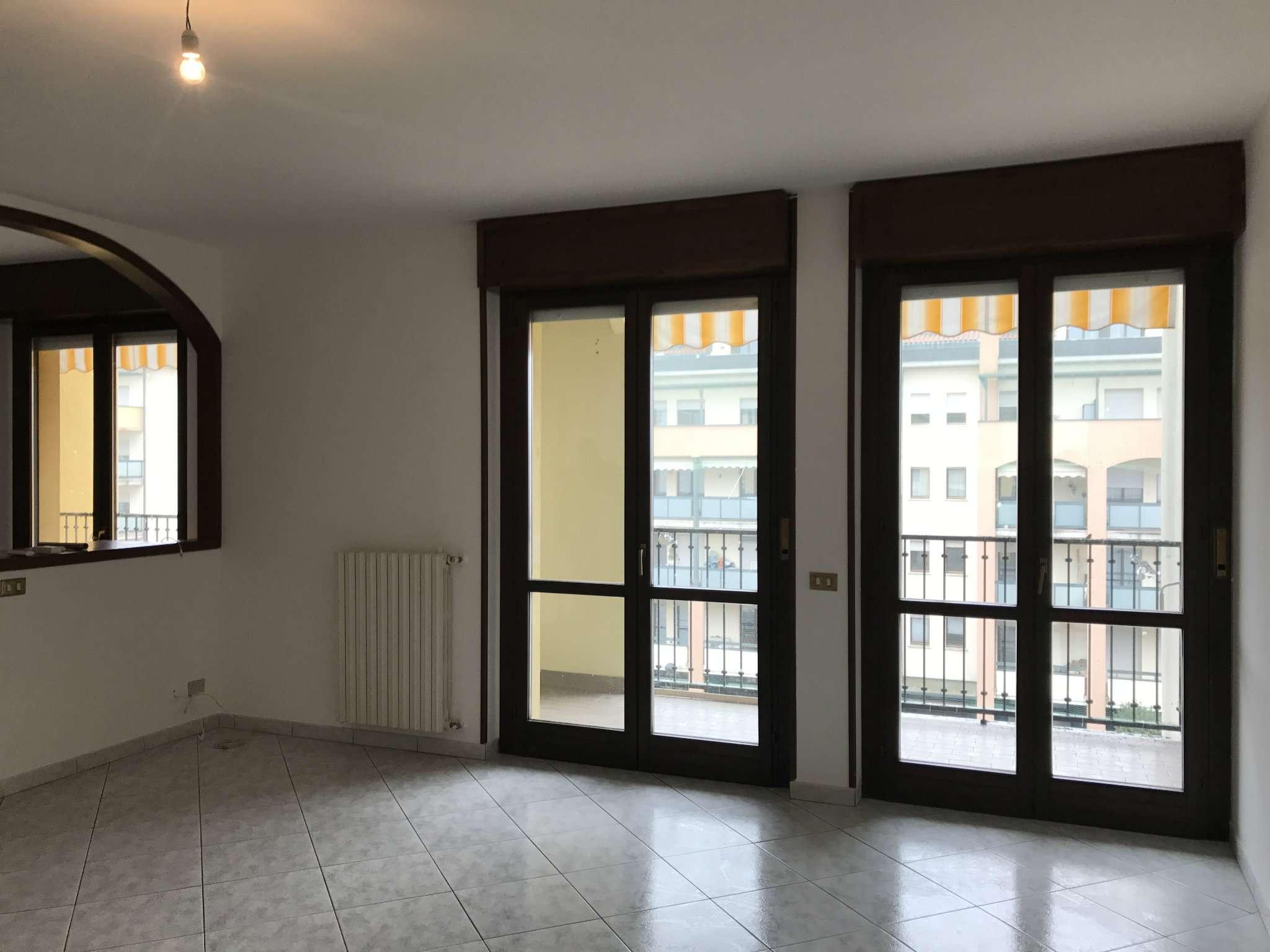 Appartamento in affitto a Malnate, 4 locali, prezzo € 750 | Cambio Casa.it