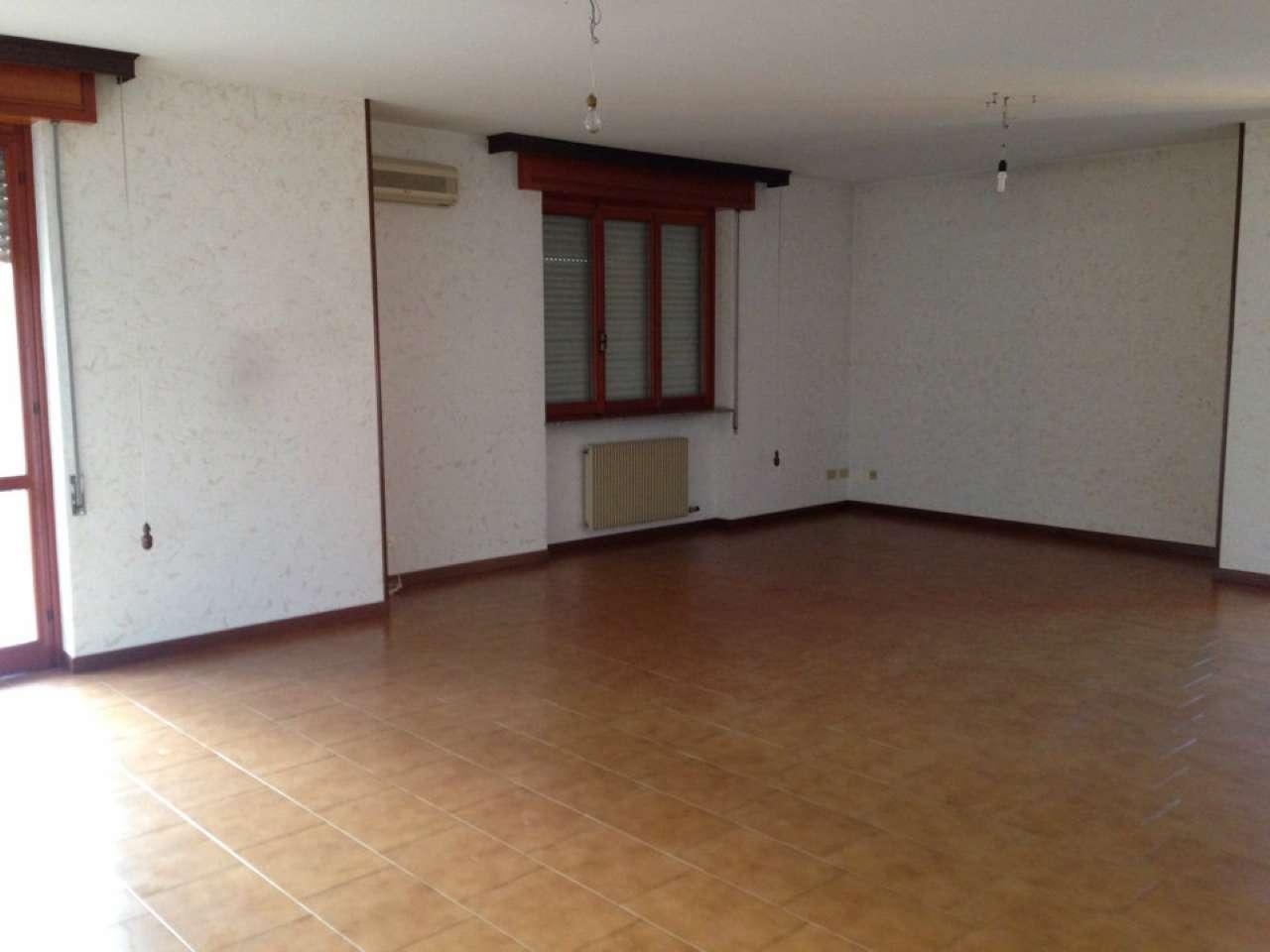 Appartamento in vendita a Cadeo, 4 locali, prezzo € 140.000 | CambioCasa.it