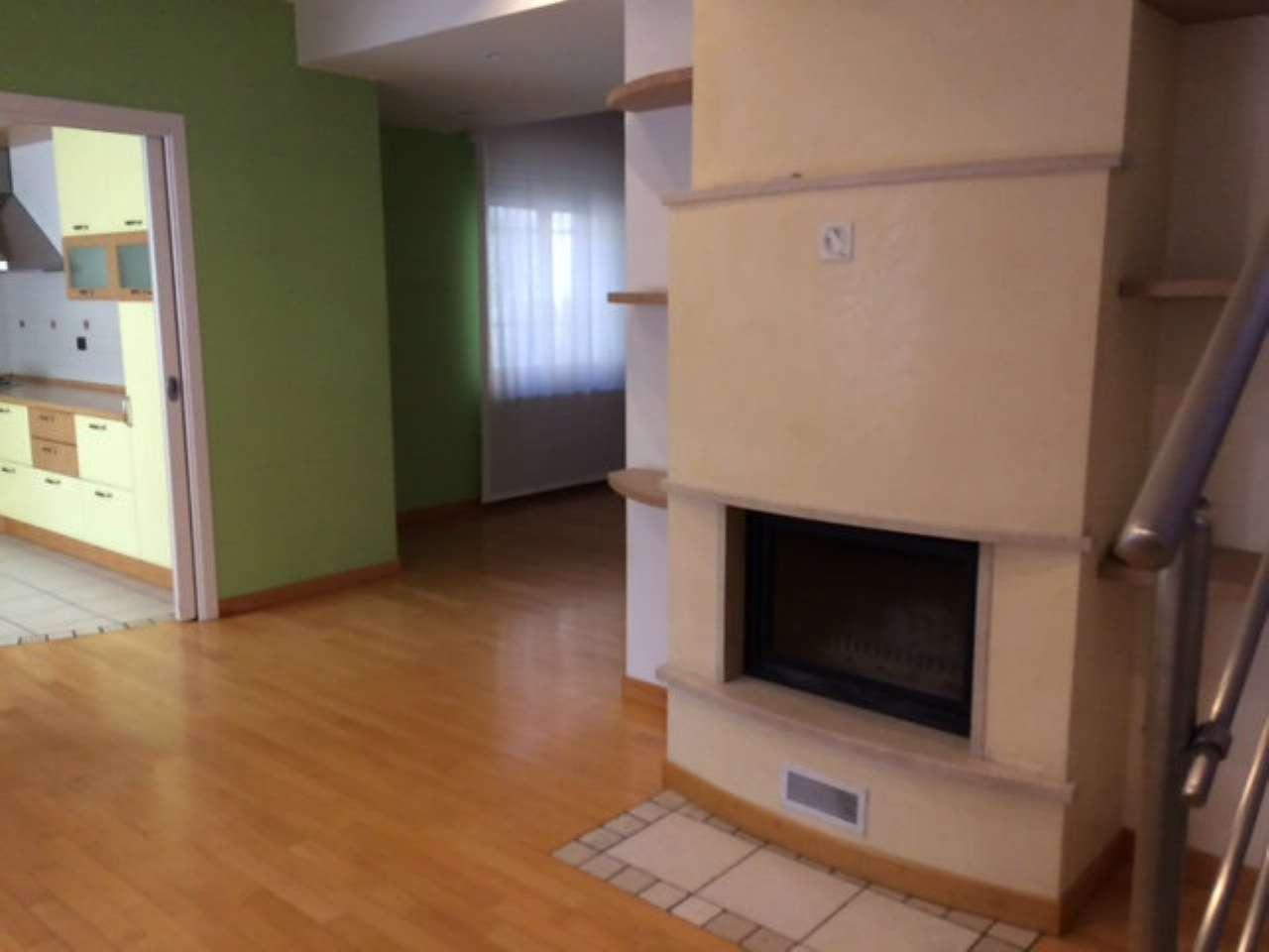 Villa in vendita a Piacenza, 4 locali, prezzo € 280.000 | CambioCasa.it