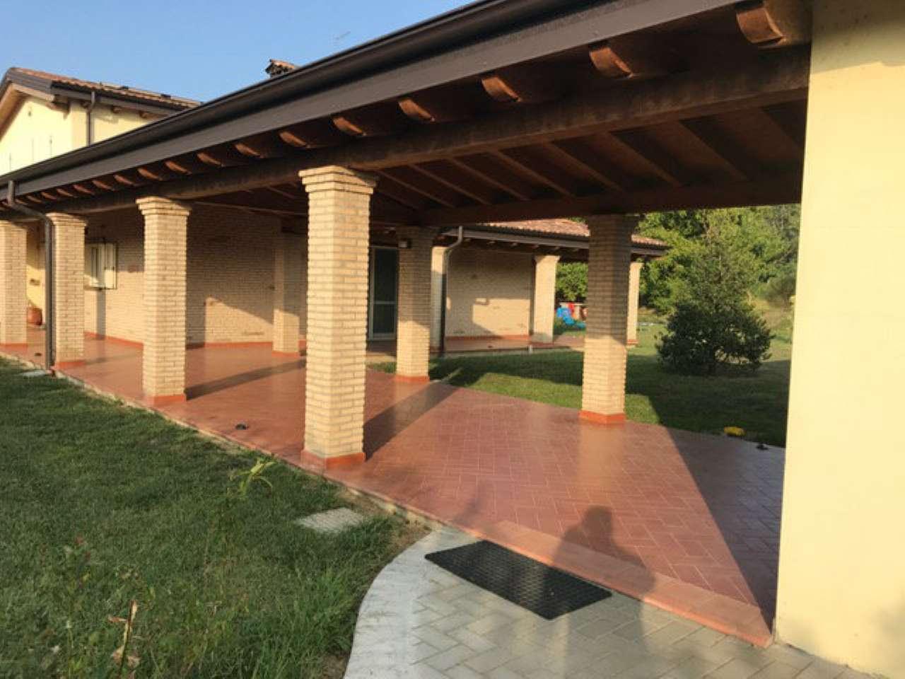 Villa in vendita a Cortemaggiore, 7 locali, prezzo € 500.000 | CambioCasa.it