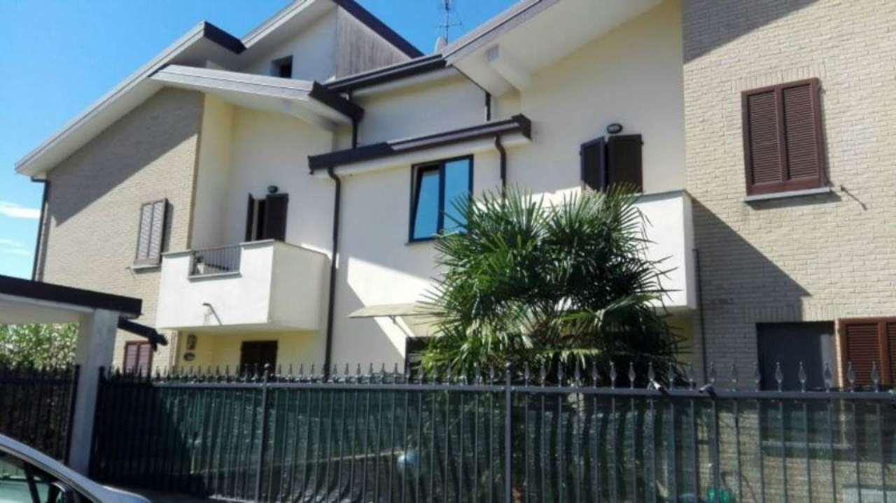 Casa ceriano laghetto appartamenti e case in vendita for La casa nel laghetto