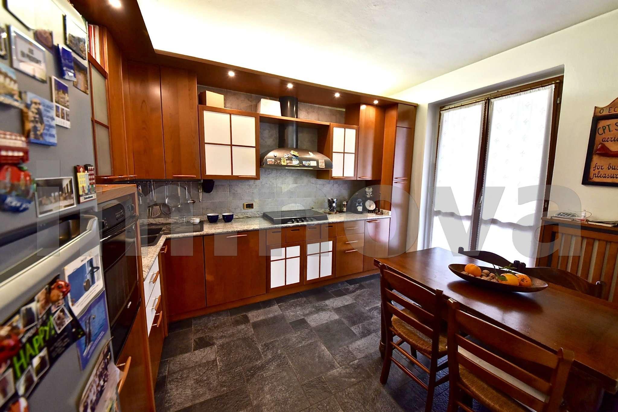 Villa in vendita a Seveso, 4 locali, prezzo € 350.000 | CambioCasa.it