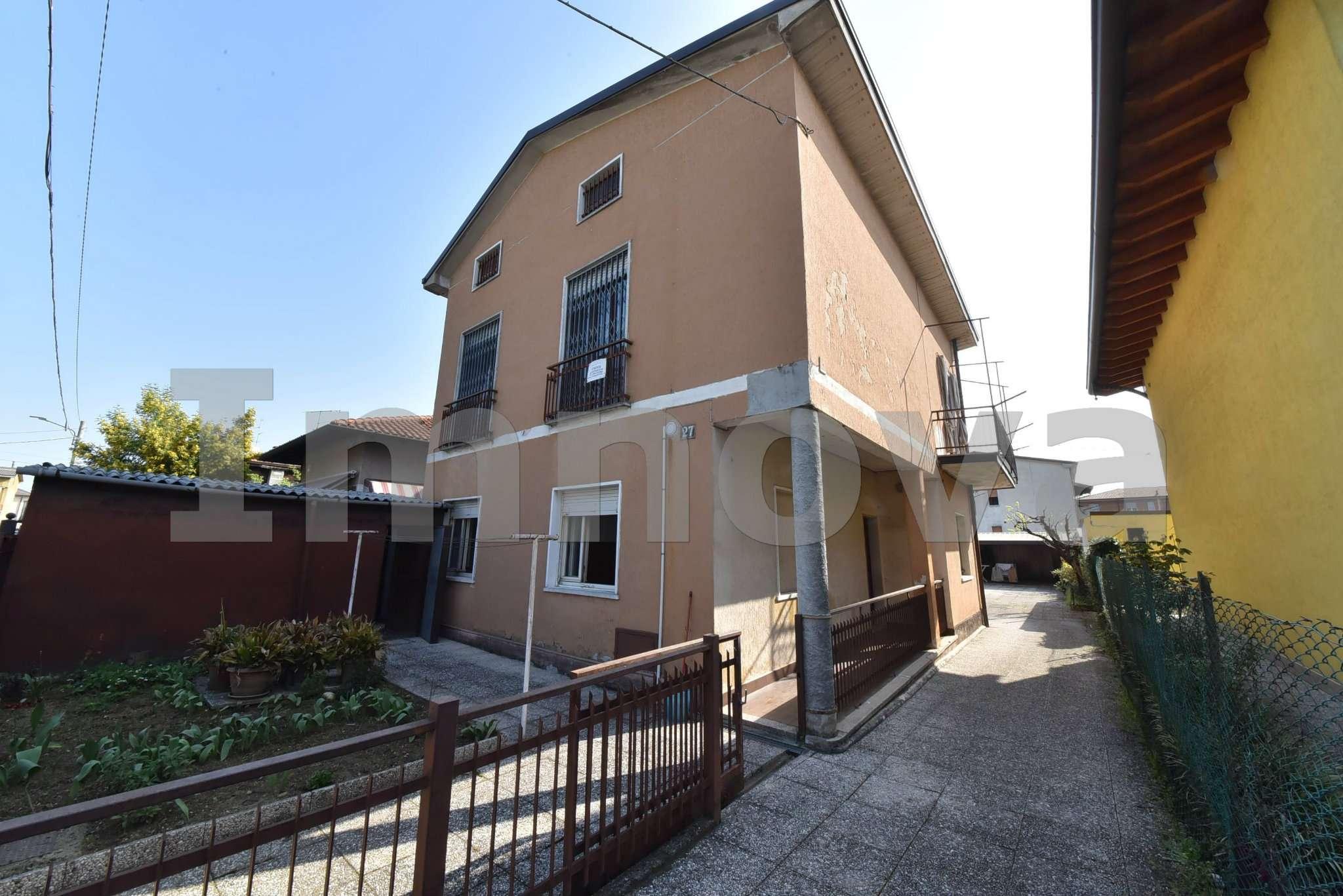 Villa bifamiliare 6 locali in vendita a Cesano Maderno (MB)