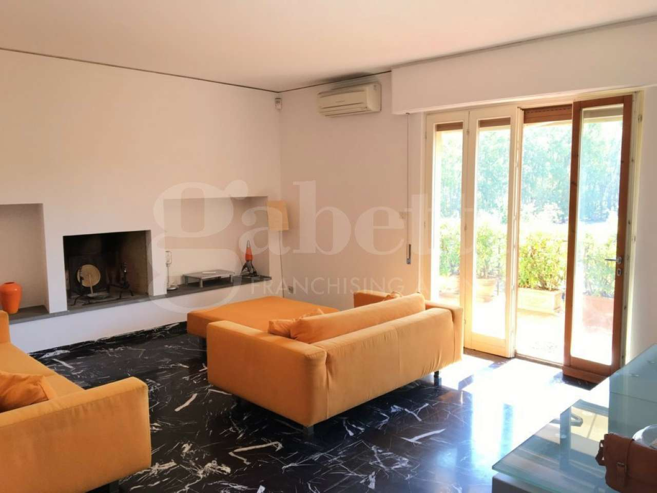 Appartamento in vendita 6 vani 150 mq.  via Silvani Firenze