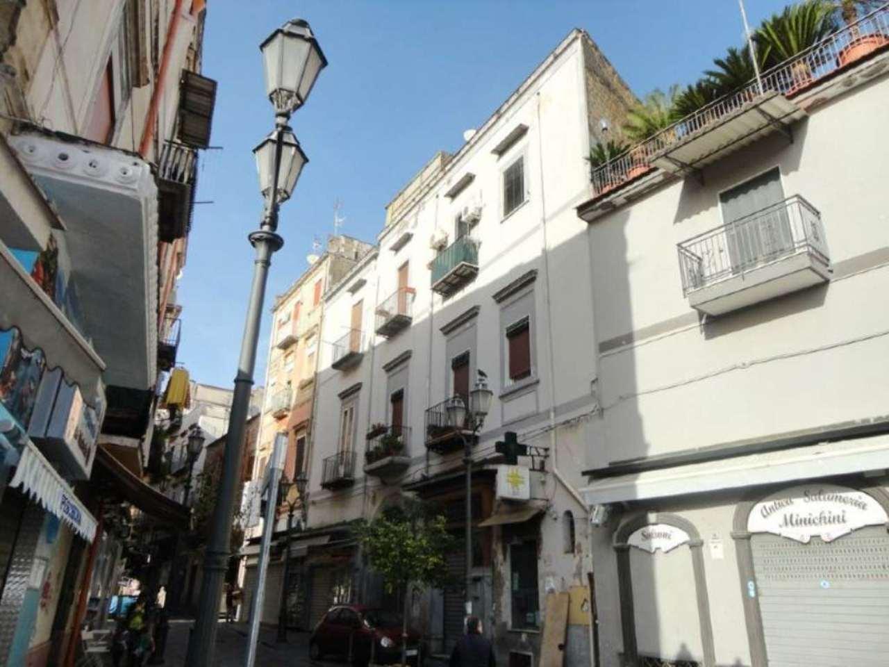 magazzino-deposito  in Vendita a Portici