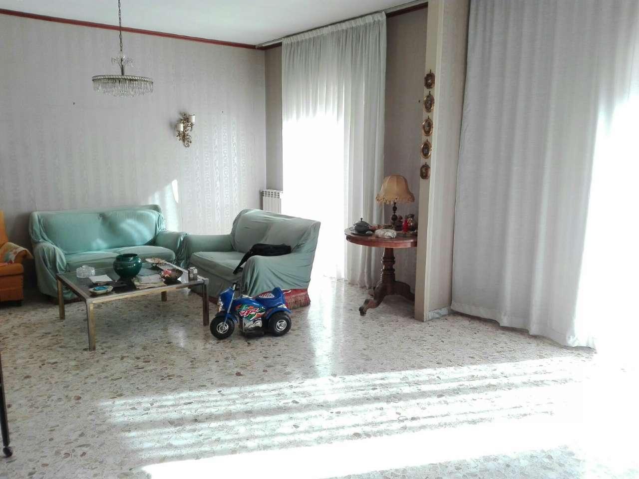 Appartamento in vendita a Ercolano, 5 locali, prezzo € 225.000 | Cambio Casa.it