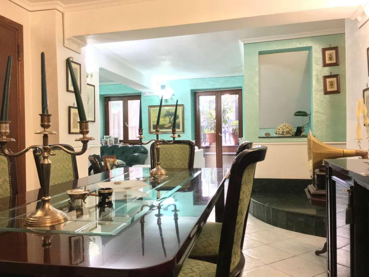 Villa in vendita a Portici, 5 locali, prezzo € 398.000 | Cambio Casa.it