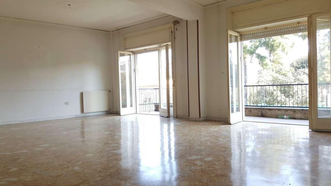 Appartamento in affitto a Portici, 5 locali, prezzo € 890 | Cambio Casa.it