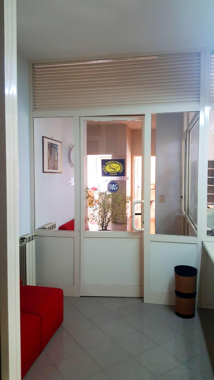 Ufficio / Studio in affitto a Portici, 3 locali, prezzo € 500   CambioCasa.it