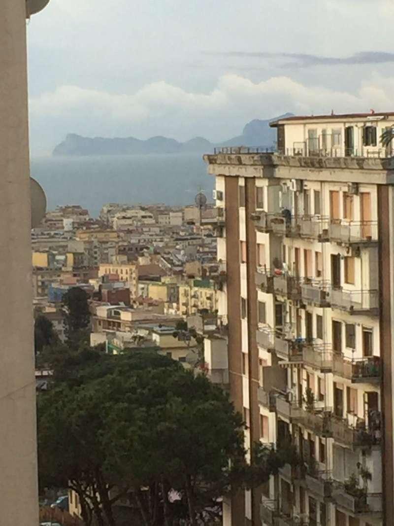 Appartamento in vendita 4 vani 95 mq.  via bernardo cavallino Napoli