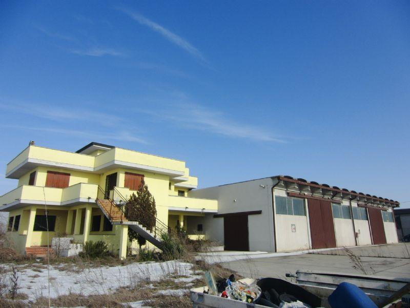 Capannone in vendita a Ariano nel Polesine, 7 locali, prezzo € 567.000 | Cambio Casa.it