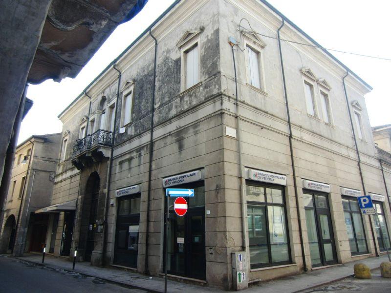 Ufficio / Studio in vendita a Badia Polesine, 6 locali, prezzo € 191.000 | Cambio Casa.it