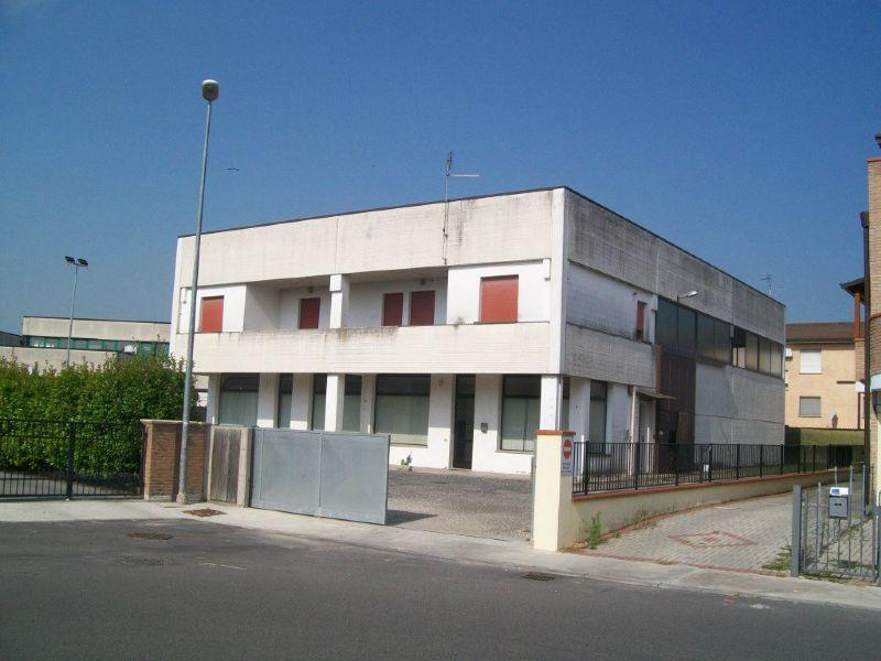 Capannone in vendita a Occhiobello, 4 locali, prezzo € 329.000 | Cambio Casa.it