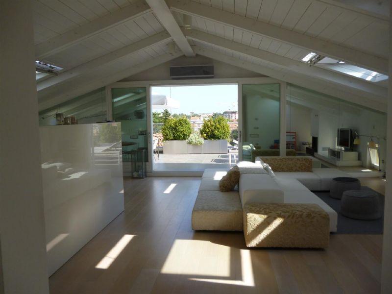 Beautiful mansarde con terrazzo photos modern home design vendita
