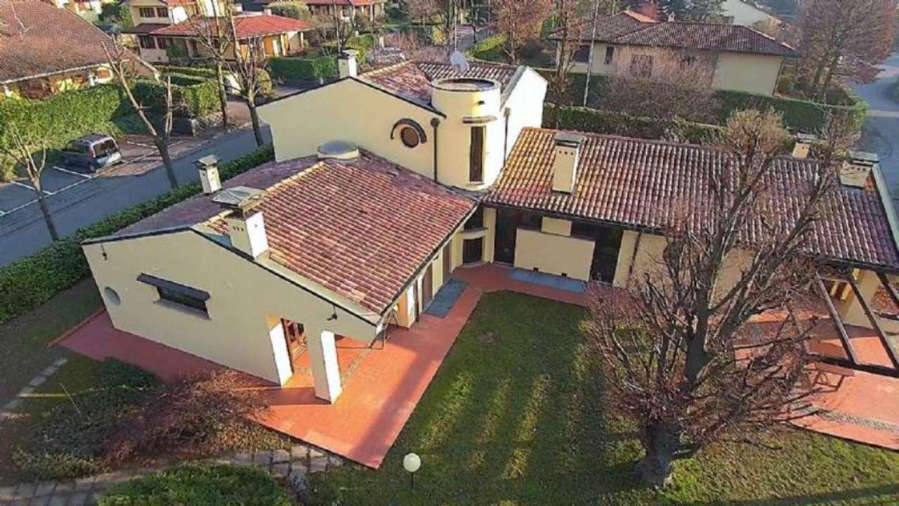 Villa in vendita a Besana in Brianza, 20 locali, prezzo € 1.500.000   Cambio Casa.it