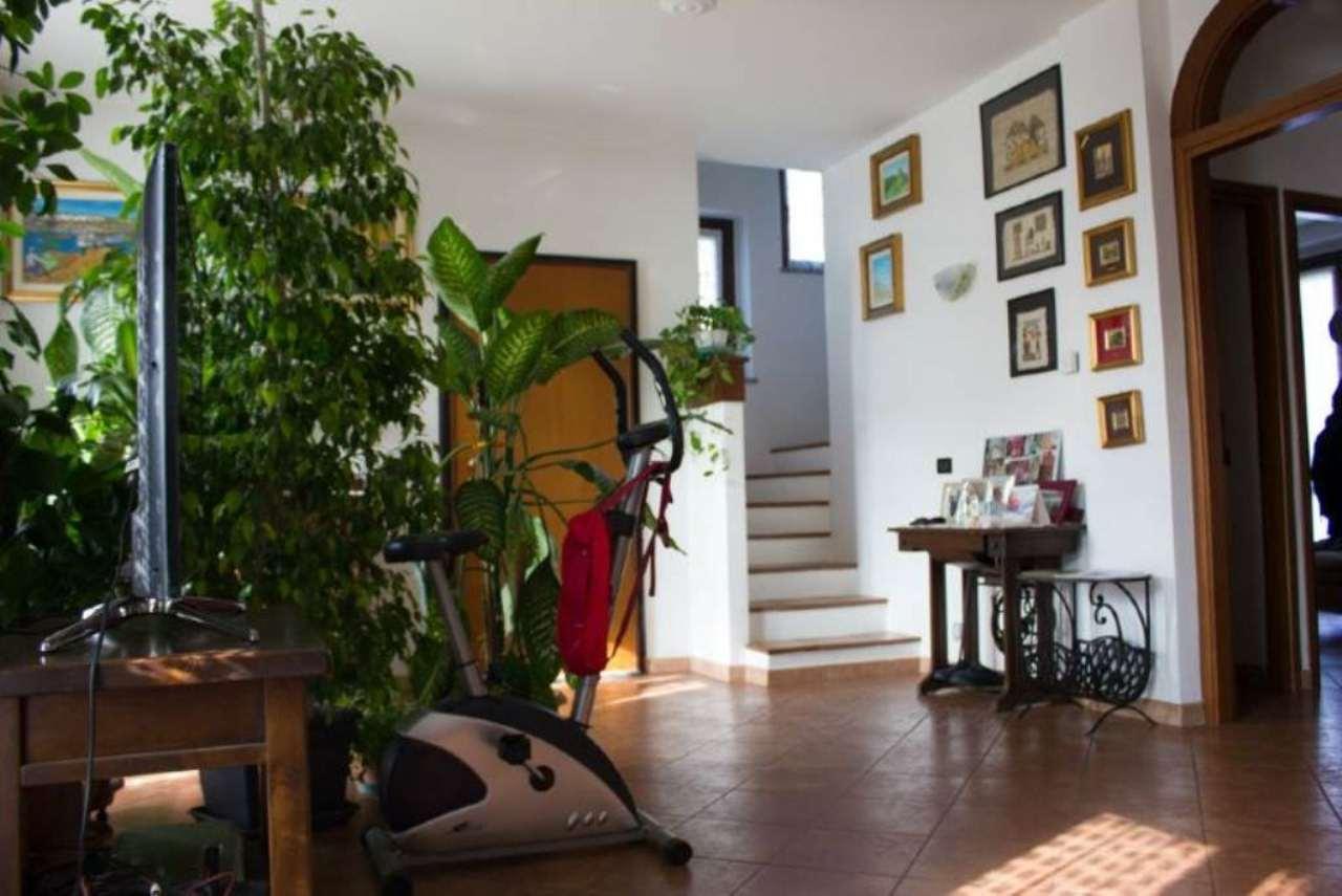 Villa in vendita a Truccazzano, 5 locali, prezzo € 260.000 | Cambio Casa.it