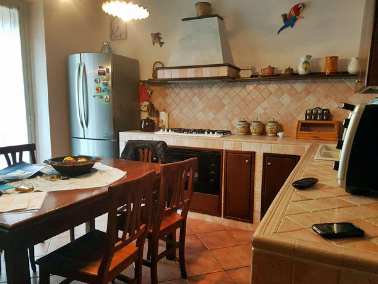 Appartamento in vendita 4 vani 115 mq.  via FRATELLI ZOIA  201 Milano