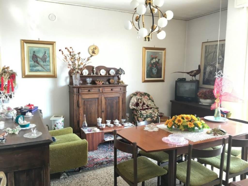Appartamento in vendita a Lonate Ceppino, 3 locali, prezzo € 70.000 | Cambio Casa.it