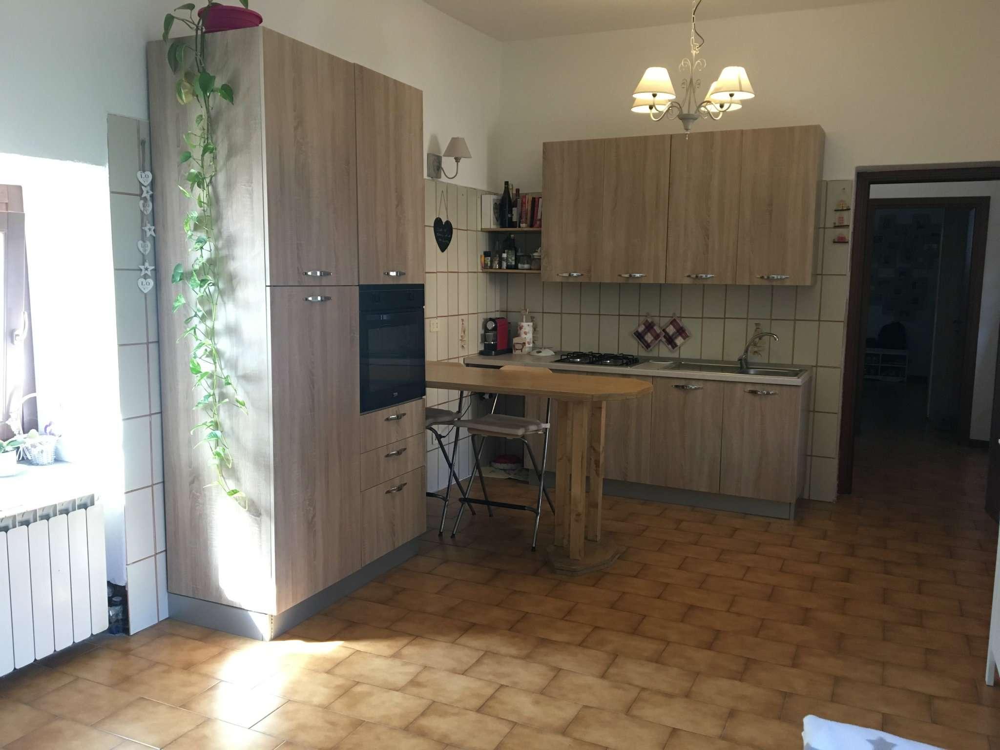 Appartamento in affitto a Gorla Maggiore, 2 locali, prezzo € 350 | CambioCasa.it